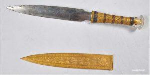 خنجری که با فرعون توت دفن شده بوده است.